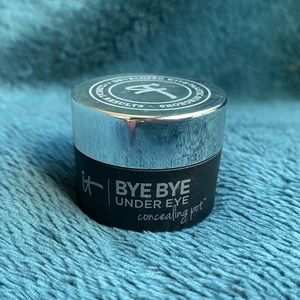 Medium Tan IT Byebye Under Eye Concealer Pot